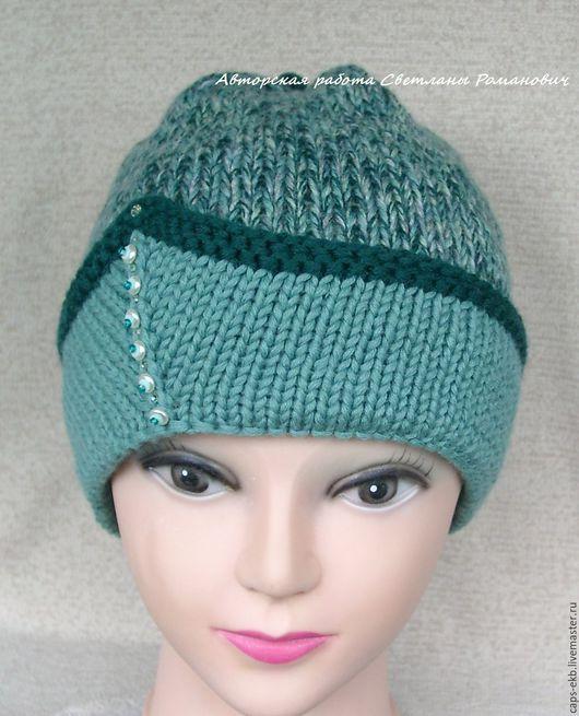 Изящная женская шапочка, стильная и красивая. Редкий зеленый цвет. Сделает ярким образ, отлично подойдет к одежде нейтральных тонов, например бежевой.