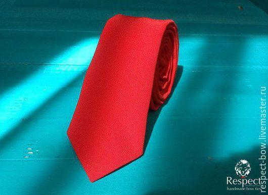 Галстуки, бабочки ручной работы. Ярмарка Мастеров - ручная работа. Купить Однотонный красный классический галстук жениха на свадьбу. Handmade.