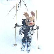 Мягкие игрушки ручной работы. Ярмарка Мастеров - ручная работа Игрушки: Зайчик - лыжник вязаный. Handmade.