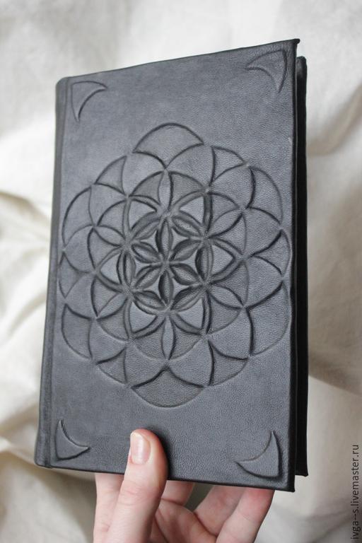 """Блокноты ручной работы. Ярмарка Мастеров - ручная работа. Купить Книга для записей """"Цветок жизни"""". Handmade. Черный, бумага"""
