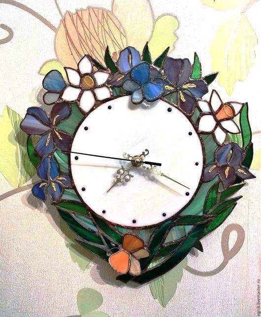 """Часы для дома ручной работы. Ярмарка Мастеров - ручная работа. Купить Часы из стекла  """"Ирисы"""" тиффани. Handmade. Часы из стекла"""