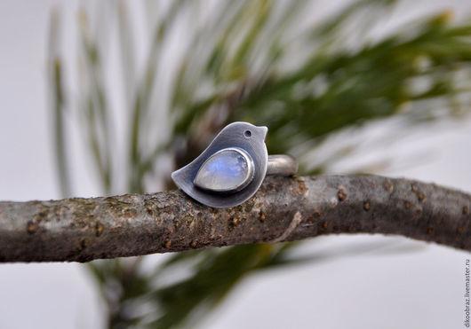 """Кольца ручной работы. Ярмарка Мастеров - ручная работа. Купить Кольцо """"Белая Птичка"""" (серебро 925, лунный камень). Handmade."""