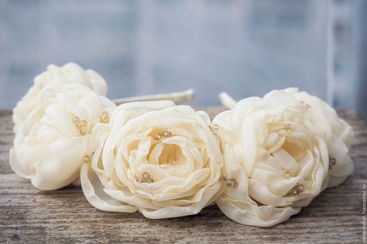 Свадебные украшения ручной работы. Ярмарка Мастеров - ручная работа. Купить Тканевые цветы на обруче. Handmade. Белый, венок из цветов