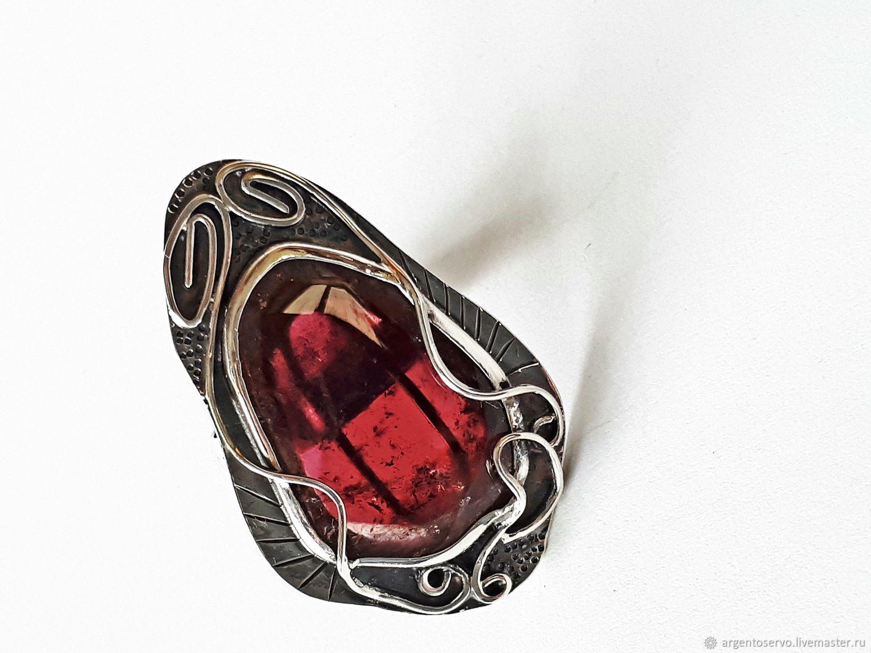 Кольцо с турмалином в серебре, выполненное вручную.