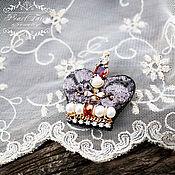 Украшения ручной работы. Ярмарка Мастеров - ручная работа Брошь корона с натуральным жемчугом и кристаллами брошь корона. Handmade.