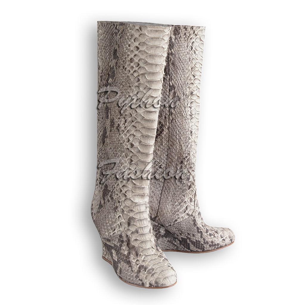 Сапоги из питона. Стильные сапоги из питона на танкетке. Модные сапоги на танкетке. Женские сапоги из питона. Красивые питоновые сапоги на молнии. Женская обувь из питона. Оригинальные женские сапоги.