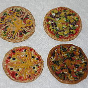 Куклы и игрушки ручной работы. Ярмарка Мастеров - ручная работа Пицца в ассортименте (миниатюра из полимерной глины). Handmade.