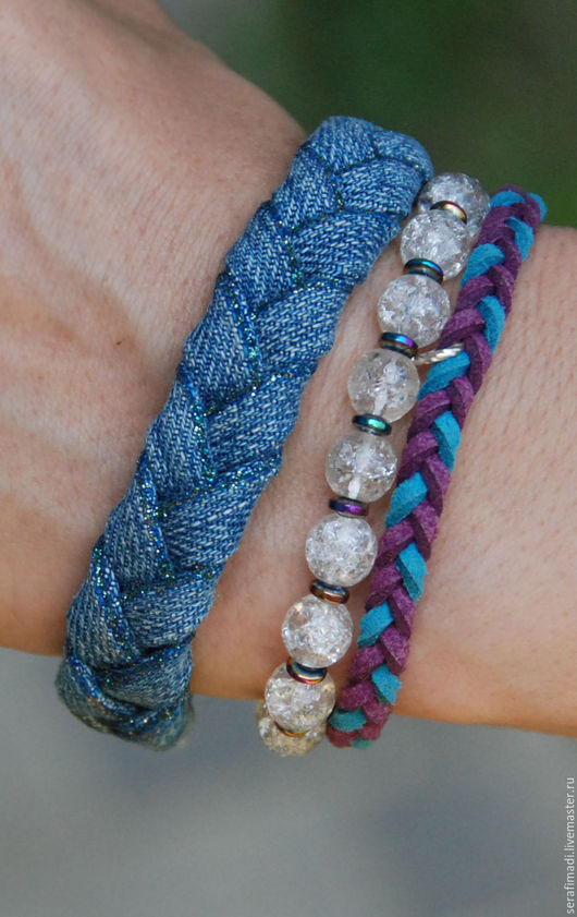 Джинсовый браслет, уточняйте цвет и длину изделия.  Можно сделать на заказ.
