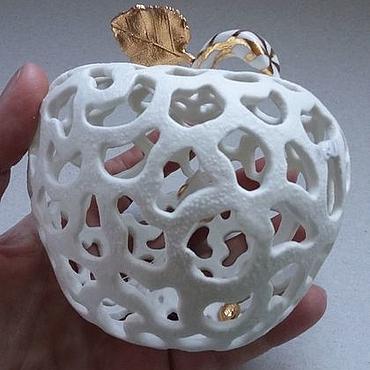 Подарки к праздникам ручной работы. Ярмарка Мастеров - ручная работа Яблоко фарфоровое ажурное.Керамическое яблоко.Фрукты из керамики. Handmade.