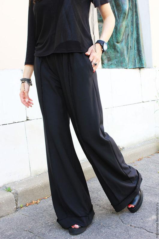 R00099 Стильные, широкие брюки свободного кроя в стиле гранж. Уникальный дизайн. Свободный и элегантный стиль. Потрясающий образ для любого мероприятия.Брюки на заказ