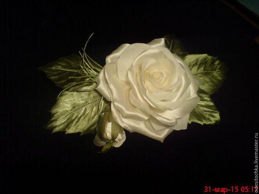 Брошь Роза Блондинка из синтетического атласа