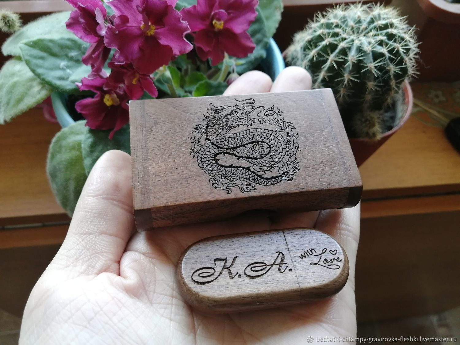 Wooden flash drive with engraving in a box, a gift made of wood, Flash drives, Barnaul,  Фото №1