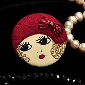 Украшения ручной работы. Ярмарка Мастеров - ручная работа Брошь Flapper Girl куколка блондинка красная шляпка / брошь лицо камея. Handmade.