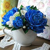 Цветы и флористика ручной работы. Ярмарка Мастеров - ручная работа Композиция с розами, эустомой и ягодами черники. Handmade.