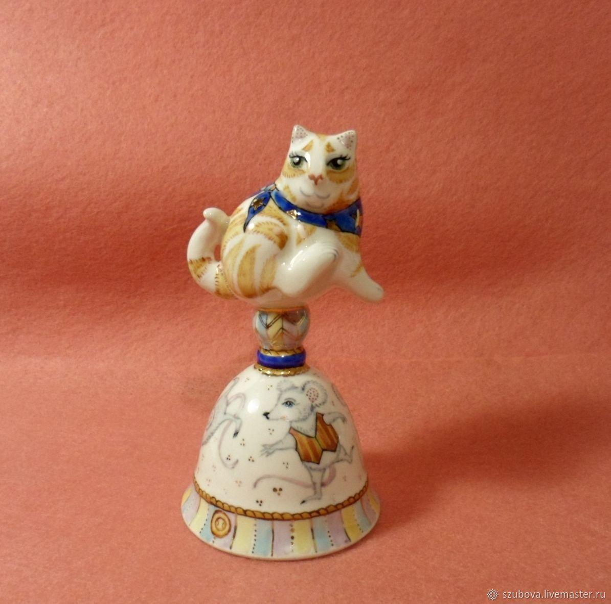 Авторский коллекционный фарфоровый колокольчик `Кот из дома, мыши в пляс`. С.Зубова