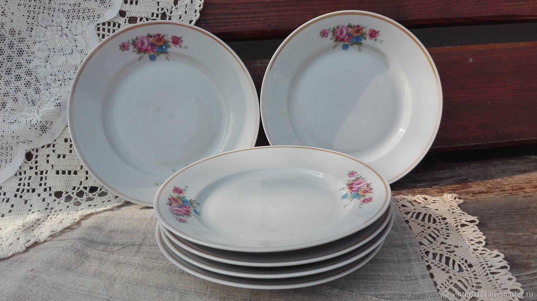 шесть фарфоровых тарелок для `вторых` блюд, производства Дулёвского фарфорового завода, конец ХХ века...