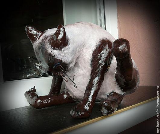 """Статуэтки ручной работы. Ярмарка Мастеров - ручная работа. Купить Статуэтка Кот """"Интимные дела"""". Handmade. Бежевый, папье маше"""