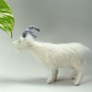 Куклы и игрушки ручной работы. Ярмарка Мастеров - ручная работа Белая коза, натуралистичная игрушка из шерсти Коза. Handmade.
