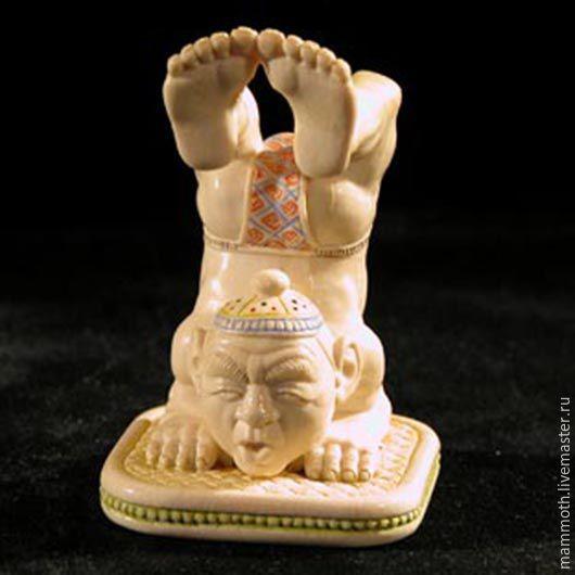 Статуэтки ручной работы. Ярмарка Мастеров - ручная работа. Купить Акробат -миниатюрная скульптура из бивня мамонта. Handmade. Белый