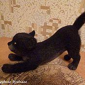 Куклы и игрушки ручной работы. Ярмарка Мастеров - ручная работа Валяный из шерсти котик Потягушки. Handmade.