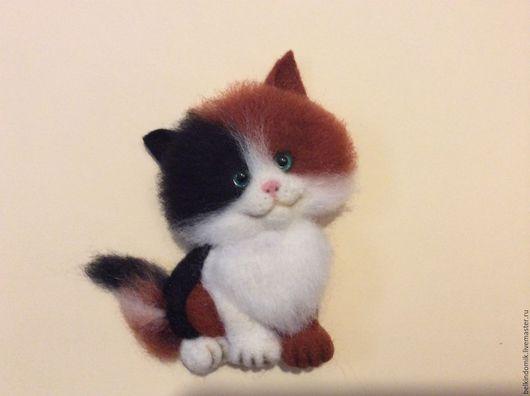 """Броши ручной работы. Ярмарка Мастеров - ручная работа. Купить Брошка """"Трехцветная кошка"""". Handmade. Комбинированный, брошь ручной работы"""