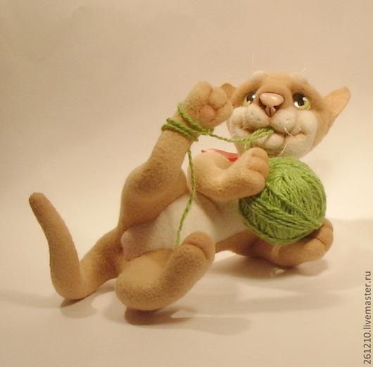 Игрушки животные, ручной работы. Ярмарка Мастеров - ручная работа. Купить Кот Забияка, авторская игрушка из шерсти-сердечный подарок.. Handmade.