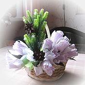 Подарки к праздникам ручной работы. Ярмарка Мастеров - ручная работа Корзина из конфет Первоцветы. Handmade.