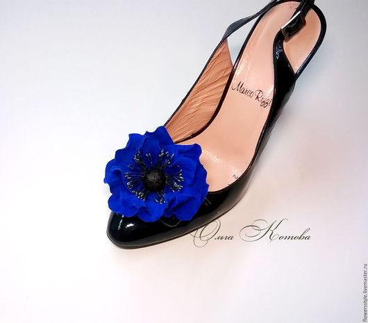 Украшения для ножек ручной работы. Ярмарка Мастеров - ручная работа. Купить Клипсы для туфель из кожи Синие маки. Handmade. Синий