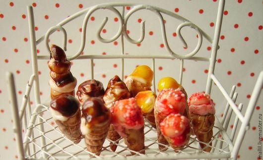 Еда ручной работы. Ярмарка Мастеров - ручная работа. Купить Мороженое рожок и кексики из полимерной глины. Миниатюра 1:12. Handmade.