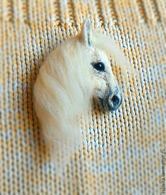 Миниатюра ручной работы. Ярмарка Мастеров - ручная работа. Купить Брошь Лошадь белая. Handmade. Белый, шерсть меринос