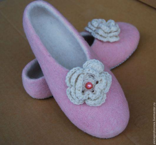 """Обувь ручной работы. Ярмарка Мастеров - ручная работа. Купить Войлочные тапочки """"Зефирка"""". Handmade. Подарок, войлочные тапочки"""