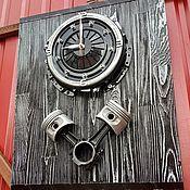 Часы классические ручной работы. Ярмарка Мастеров - ручная работа Часы из корзины сцепления с поршнями на доске. Handmade.