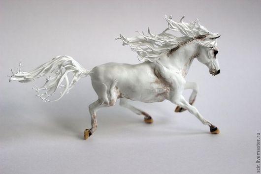 """Игрушки животные, ручной работы. Ярмарка Мастеров - ручная работа. Купить фигурка """"Лошадь осеннего тумана"""" (белая лошадь игрушка). Handmade."""