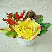 Цветы и флористика ручной работы. Ярмарка Мастеров - ручная работа Чашечка с желтой розой и шиповником. Handmade.