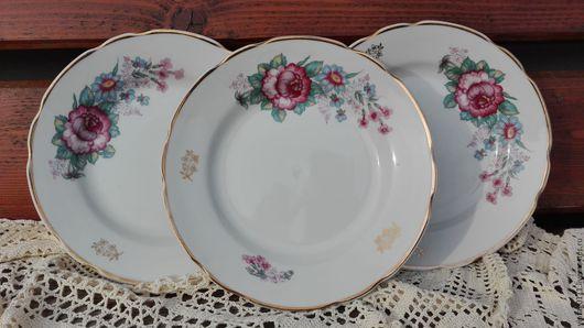 ...яркие, нарядные , по-летнему цветочные, десертные тарелочки, производства Коростеньского фарфорового завод, 60-70-е годы прошлого века...
