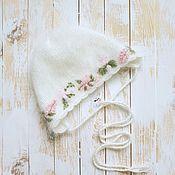 Одежда ручной работы. Ярмарка Мастеров - ручная работа Чепчик вязаный ангоровый на 3 месяца для девочки с вышивкой. Handmade.
