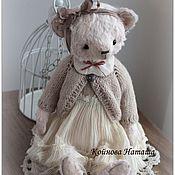 Куклы и игрушки ручной работы. Ярмарка Мастеров - ручная работа Мишка в бежевой кофточке. Handmade.