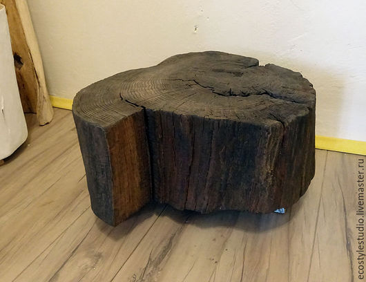 Стол спил дуба на металлических ножках в стиле лофт