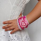 """Украшения ручной работы. Ярмарка Мастеров - ручная работа Вязаный браслетик """"Сердечки - розовая нежность"""". Handmade."""