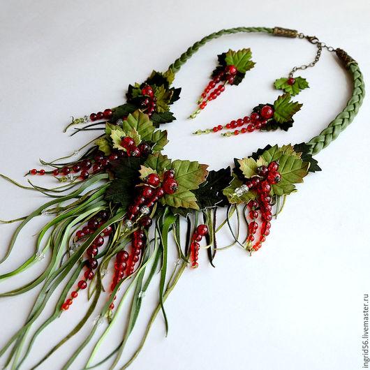 Колье, бусы ручной работы. Ярмарка Мастеров - ручная работа. Купить Колье ожерелье  из кожи и замши Красная смородина. Handmade.