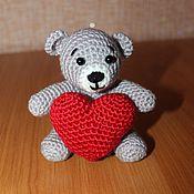 Мягкие игрушки ручной работы. Ярмарка Мастеров - ручная работа Вязаная игрушка Мишка с сердцем. Handmade.