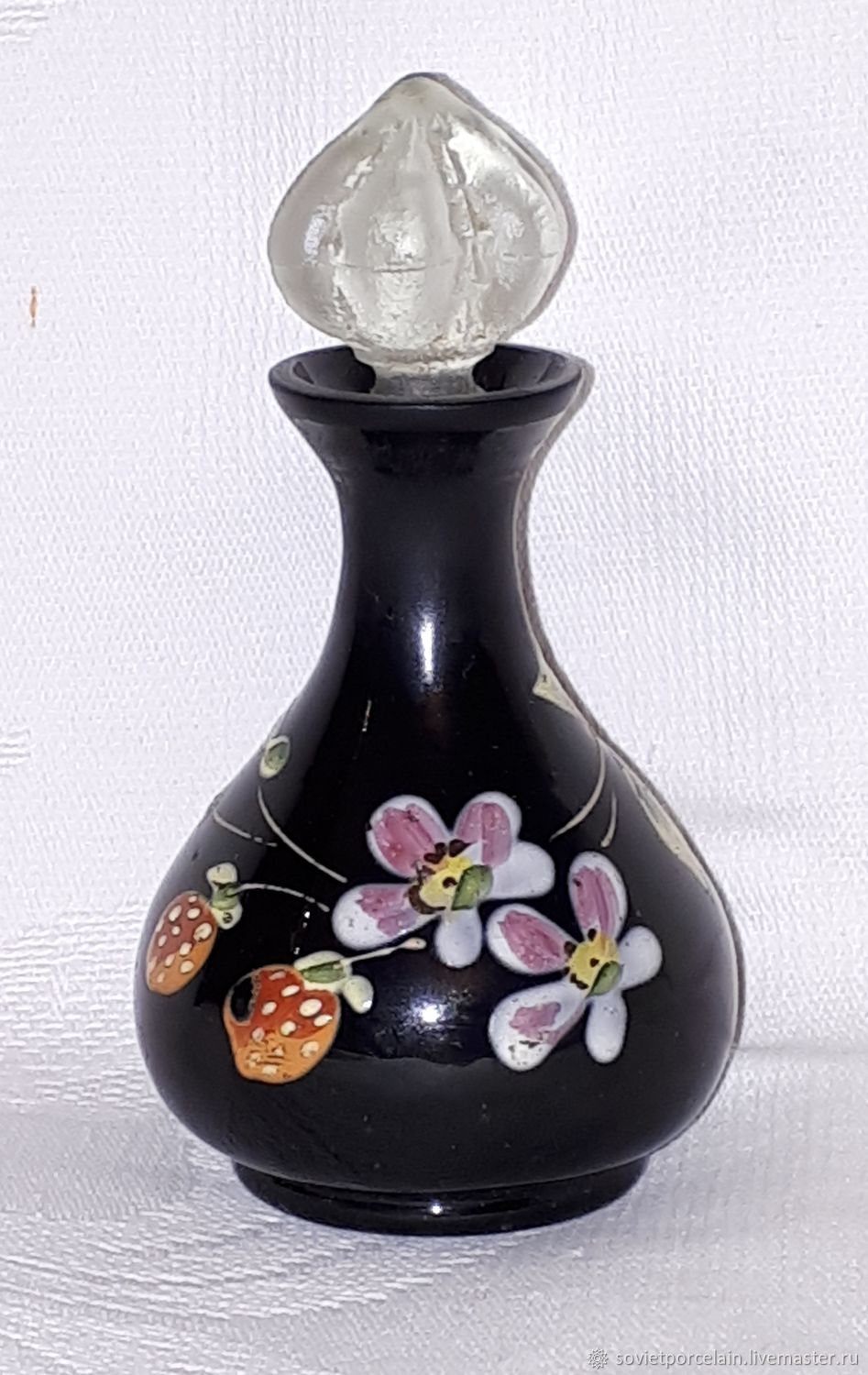 PERFUME BOTTLE. Vintage COLORED glass. The end of the 19th century, Vintage interior, St. Petersburg,  Фото №1