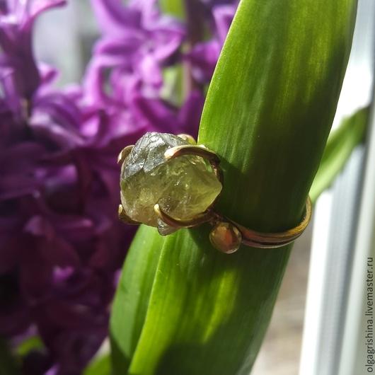 Кольца ручной работы. Ярмарка Мастеров - ручная работа. Купить Кольцо с камнем перидот. Handmade. Зеленый, латунь