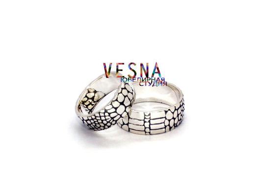 Обручальные кольца с текстурой кожи крокодила
