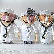 Куклы и игрушки ручной работы. Ярмарка Мастеров - ручная работа И тебя вылечат :) текстильная игрушка вуду-доктор. Handmade.