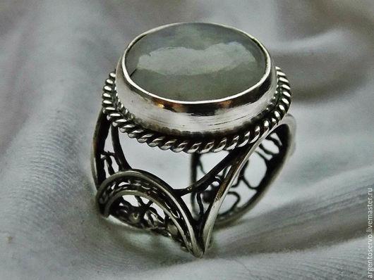 Шикарное кольцо в серебре,в технике филигрань `Ледяное пламя` создано  с лунным камнем,  очень популярным среди любителей необычных камней.