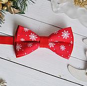 Аксессуары handmade. Livemaster - original item Tie Snowflakes on a red / Christmas bow tie. Handmade.
