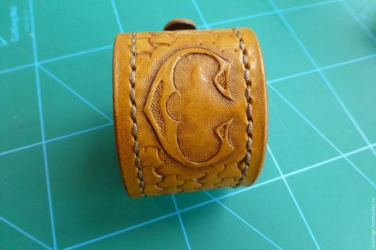 Браслеты ручной работы. Ярмарка Мастеров - ручная работа. Купить браслет с тиснением. Handmade. Браслет, кожа, натуральная кожа