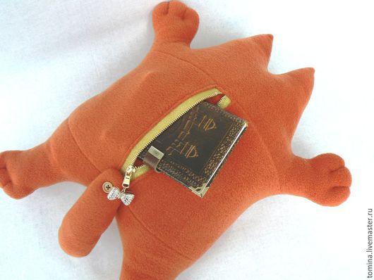 Игрушки животные, ручной работы. Ярмарка Мастеров - ручная работа. Купить Кот Саймона с карманом. Handmade. Разноцветный, кот в подарок