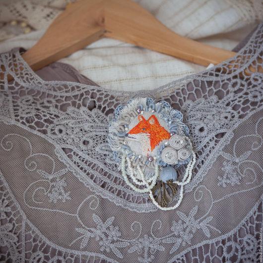 """Броши ручной работы. Ярмарка Мастеров - ручная работа. Купить Текстильная брошь """"Лиса"""". Handmade. Серый, текстильная брошь"""